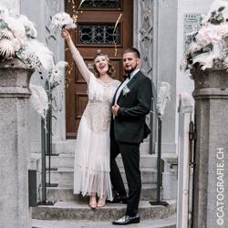 Magazin_WeisseFeste_Hochzeit_EingangBrautpaar_mitVerl