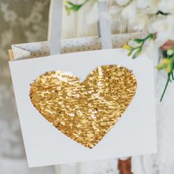Magazin_WeisseFeste_Hochzeit_GeschenktaschePailletten_204373