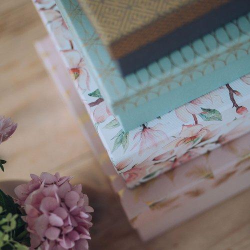 Gift boxes 8 pcs. set magnolia feather